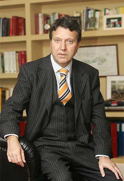 El abogado Juan Infante, en su despacho de Bilbao.