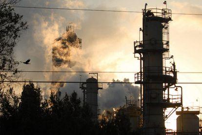 Emisiones lanzadas al aire por una refinería de Exxon Mobil en California.