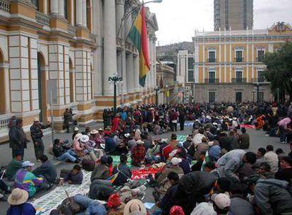 Cientos de opositores al Gobierno de Evo Morales se congregan en la plaza Murillo de La Paz, en Sucre.