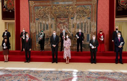Los Reyes, acompañados por el ministro de Ciencia e Innovación, Pedro Duque, han entregado este lunes los Premios Nacionales de Investigación 2020, en una ceremonia celebrada en el Palacio de El Pardo.