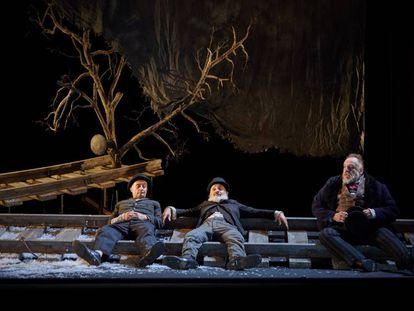 De izquierda a derecha, Pepe Viyuela, Alberto Jiménez y Fernando Albizu en 'Esperando a Godot'.