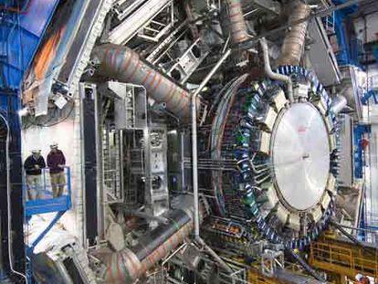 Montaje del detector ATLAS del acelerador de partículas LHC.