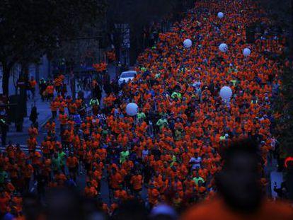Miles de participantes de la carrera.