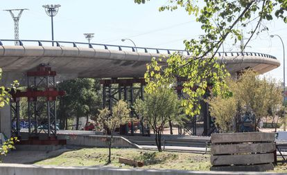 Cierre al tráfico del puente ubicado en el nudo que conecta la M-40 con la M-607 por deterioro con el paso del tiempo.