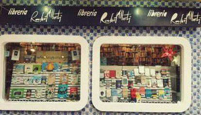 Fachada de la librería Rafael Alberti.