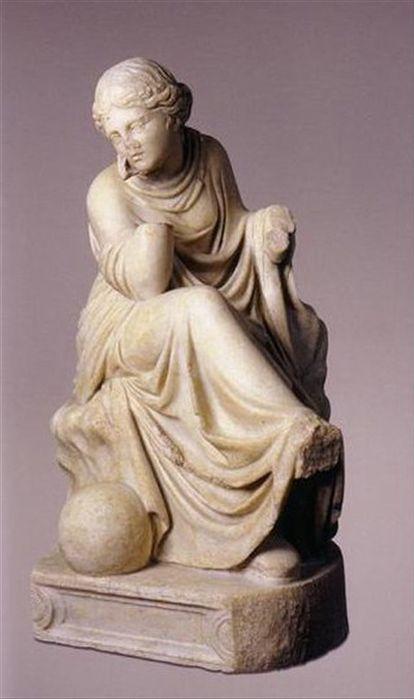 La estatuilla de mármol blanco de la musa Urania (Museo Arqueológico Nacional).