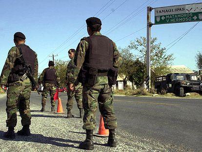 Control del Ejército mexicano, en Matamoros, en la frontera con EE UU.