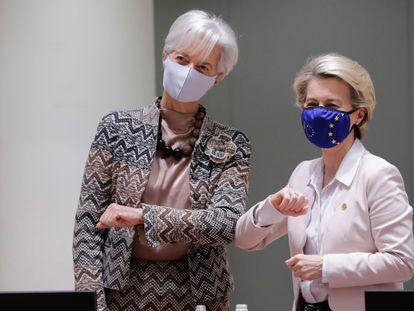 Las presidentas del BCE, Christine Lagarde (a la izquierda), y de la Comisión Europea, Ursula von der Leyen, antes de reunirse este viernes en Bruselas.