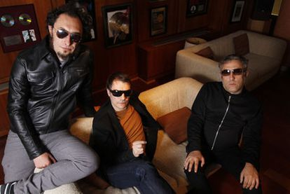 De izquierda a derecha, Jota, Florent y Erik, integrantes de Los Planetas.