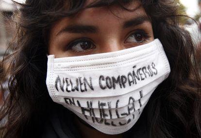 Los estudiantes de secundaria y universitarios reclaman una mejor educación en Chile