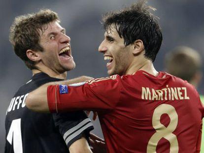 Müller y Javi Martínez, tras eliminar al Juventus.