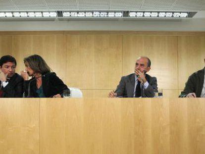Ana Botella con Pedro Calvo, Miguel Ángel Villanueva y Antonio de Guindos. Ninguno de ellos está ya en el Gobierno municipal.