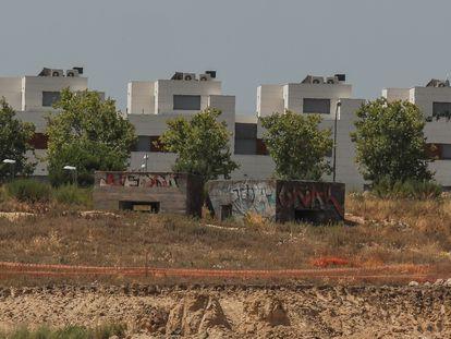 Búnkeres de la guerra civil en medio de las obras de ampliación de Ifema en Valdebebas.