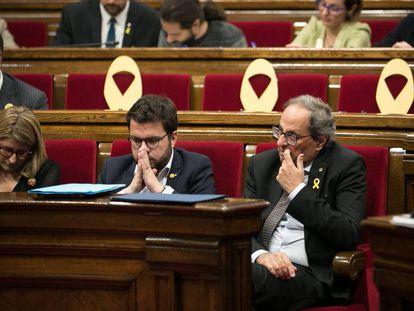 Elsa Artadi, Pere Aragonès y Quim Torra, en el Parlament.