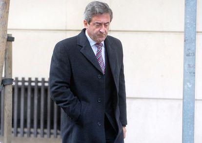Javier Zaragoza, fiscal jefe de la Audiencia Nacional, en las inmediaciones del tribunal, en Madrid en noviembre de 2009.