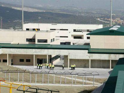 Imagen del exterior de la cárcel de Zaballa (Álava), inaugurada en 2011.