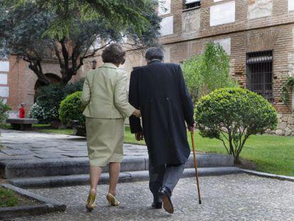 Pacheco, junto a la reina Sofía, el día de la entrega del premio Cervantes en 2010.