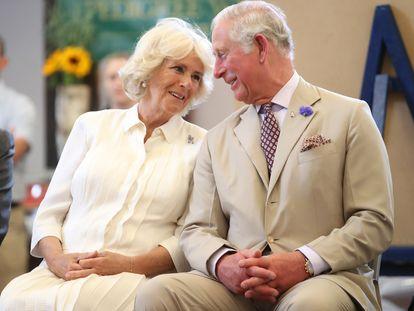 Carlos de Inglaterra y Camilla Parker Bowles, en Gales, en 2018.