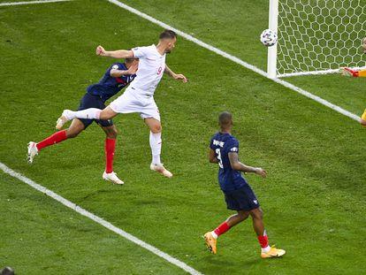Seferovic marca a Francia.