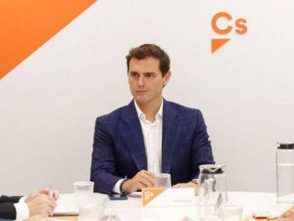 El líder de la formación naranja rectifica después de decir que el presidente francés le había mostrado su respaldo por los pactos