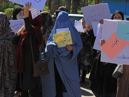 Aspecto de la inusual protesta de mujeres que ha tenido lugar en Herat este jueves.