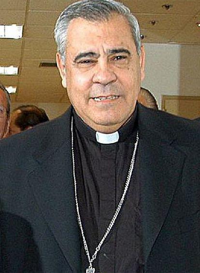 El arzobispo de Granada, Francisco Javier Martínez, condenado hoy al pago de una multa de 3.750 euros por un delito de coacciones y una falta de injurias.