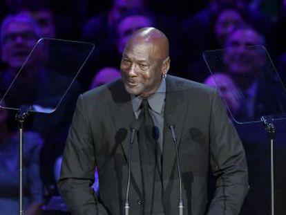 Leyendas de la NBA, artistas, compañeros y aficionados despiden a Kobe y su hija Gianna en un multitudinario funeral en el Staples Center de Los Ángeles