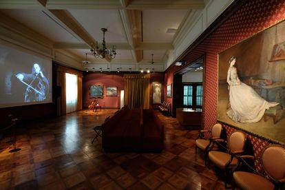 Interior de la casa museo de Pau Casals en El Vendrell. A la derecha cuadro de Francesca Vidal, realizado por su hermana Lluïsa Vidal.
