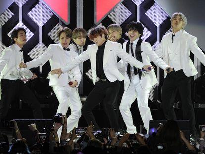 El grupo de K-pop BTS, en un concierto en Inglewood, California, el pasado diciembre.