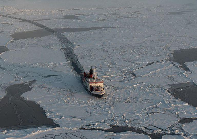 El rompehielos 'Polarstern' emprende el regreso hacia las islas Svalbard.