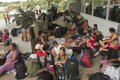 Migrantes cubanos varados en Costa Rica, el 16 de noviembre.