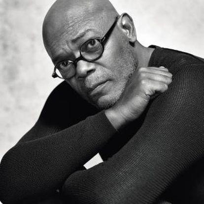 Samuel L. Jackson posa en exclusiva para ICON con jersey Giorgio Armani y gafas Alain Mikli.
