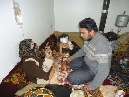 Una niña herida en Homs, tras los bombardeos que ha sufrido la ciudad, cuna de la revuelta siria.