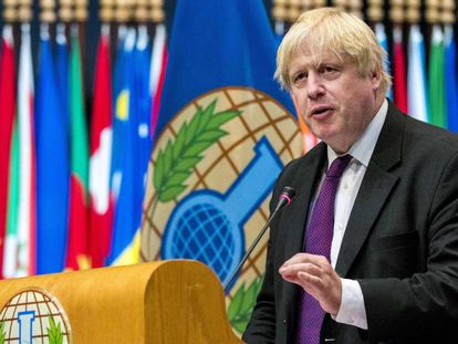 El ministro de Exteriores británico, Boris Johnson, pronuncia un discurso este martes en la sesión extraordinaria de la OPAQ en La Haya.