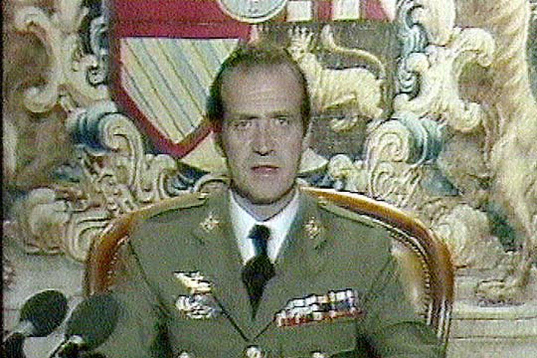 El Rey se dirige a todos los españoles a través de TVE y las emisoras de radio.