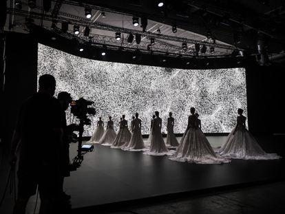 Filmación de la edición digital de la Barcelona Bridal Fashion Week en Fira Barcelona en septiembre de 2020.
