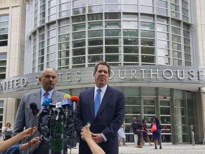 Los abogados Eduardo Balarezo y Jeffrey Lichtman