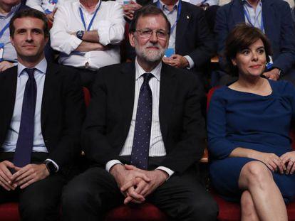 Casado, Rajoy y Sáenz de Santamaría, durante el congreso del PP / En vídeo, Pablo Casado se compromete a integrar al equipo de Soraya Sáenz de Santamaria (ATLAS)