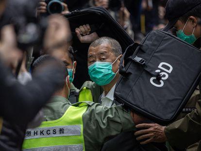 El magnate Jimmy Lai, de camino a una comparecencia judicial el 9 de febrero de 2021.