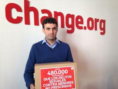 La primera organización nacional de afectados en España denuncia el desinterés de los políticos y recoge 500.000 firmas para que el delito no prescriba hasta los 65 años