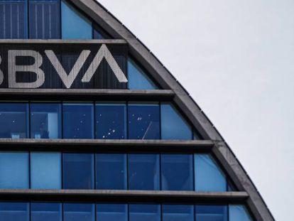 Fachada de la sede corporativa del BBVA, en el distrito de Las Tablas en Madrid. EFE/Emilio Naranjo/Archivo