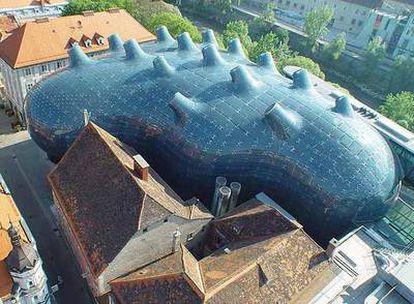 Vista aérea de Kunsthaus Graz, en Austria, diseñado por Peter Cook.