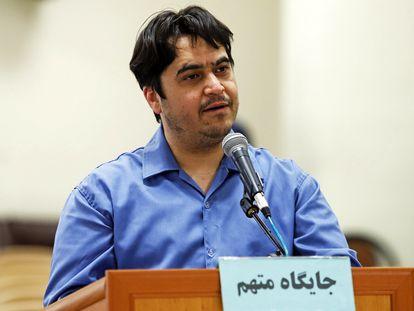 El activista Ruhollah Zam durante su juicio ante un tribunal revolucionario.