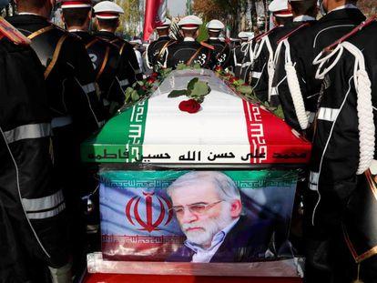 Funeral por el científico nuclear Mohsen Fakhrizadeh asesinado el pasado viernes.