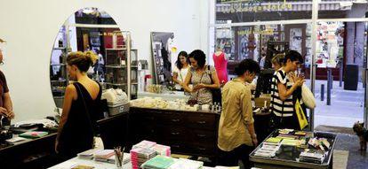 Femisa, objetos perdidos es un bazar de diseño con celo estampado o jabones.