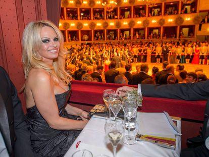 Pamela Anderson en la apertura de la Opera de Viena
