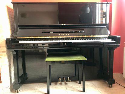 Piano Yamaha con el que Moisés Sánchez compone sus canciones.