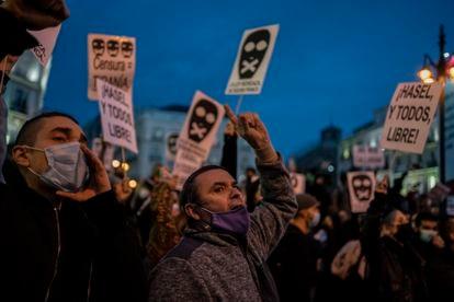 Protesta por el encarcelamiento del rapero Pablo Hasél en la Puerta del Sol el pasado 17 de febrero.
