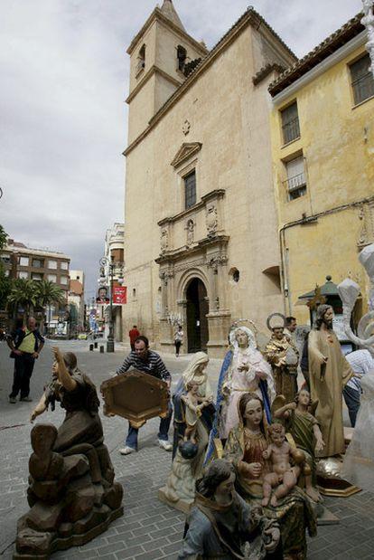 Imágenes rescatadas de la iglesia de San Francisco, que resultó dañada en el seísmo.