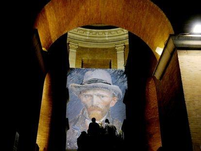 Versión gigante de un autorretrato de Van Gogh en el Museo Vittoriano de Roma, en 2010.